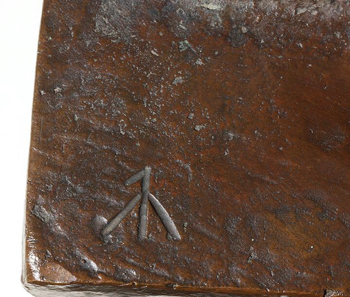 Gerhard Marcks, Lesendes Kind, 1942, Bronze, Signatur