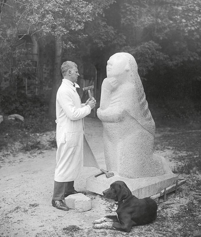 Gerhard Marcks, Gerhard Marcks bei der Arbeit an der Betenden, 1927/28