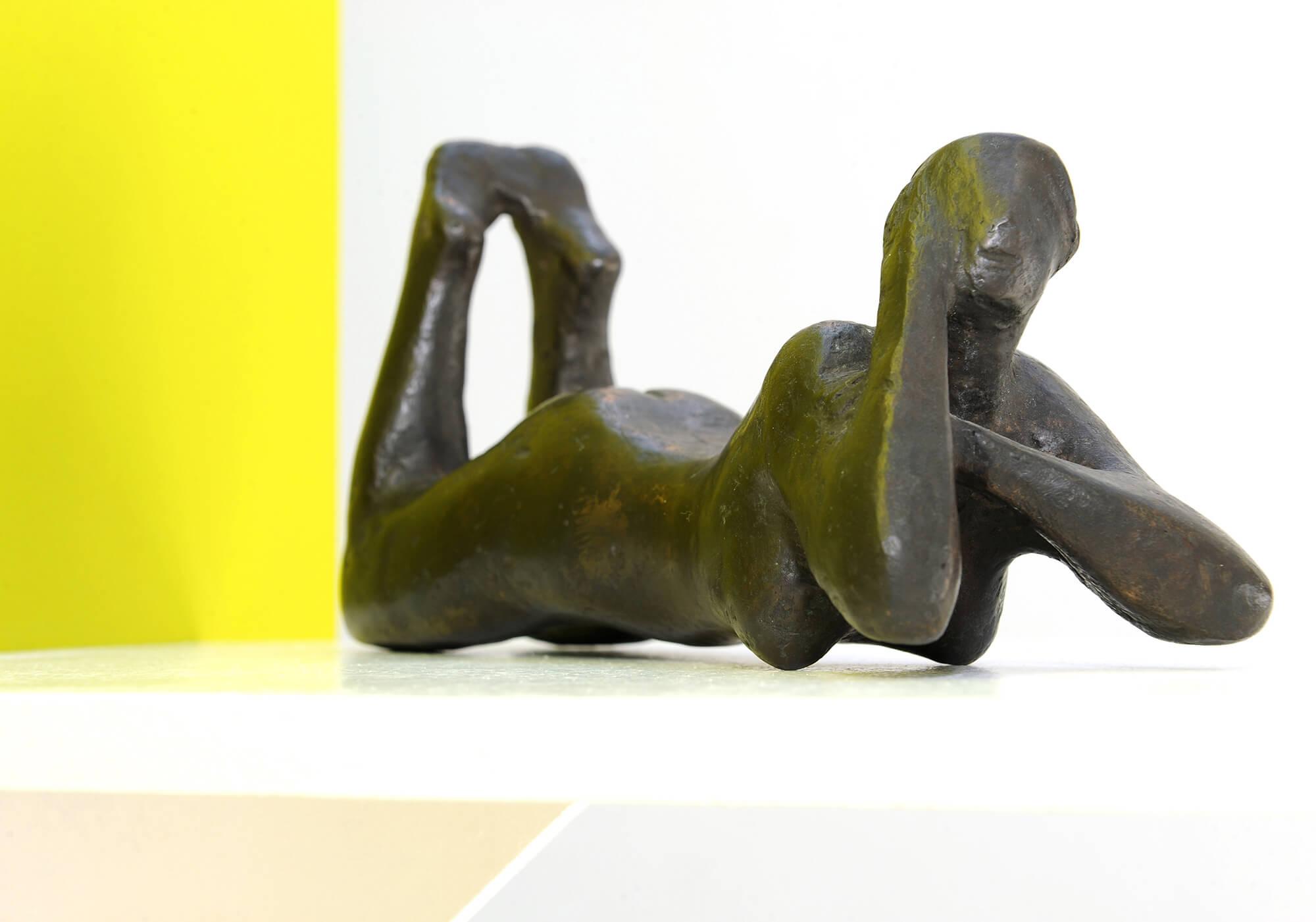 Gerhart Schreiter, Liegende, 1953, Bronzefigur