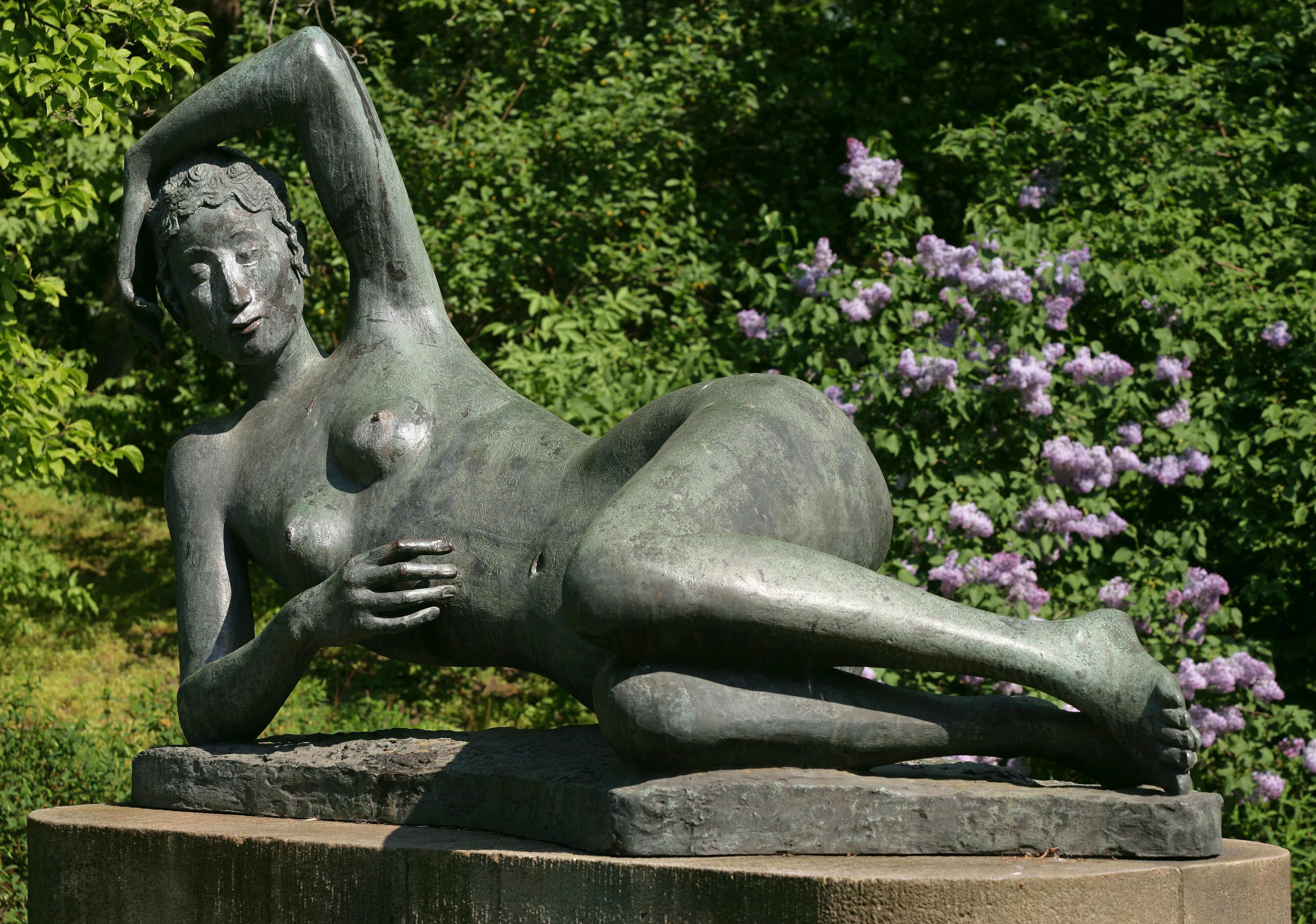 Gerhard Marcks, Liegende Ägina, 1966