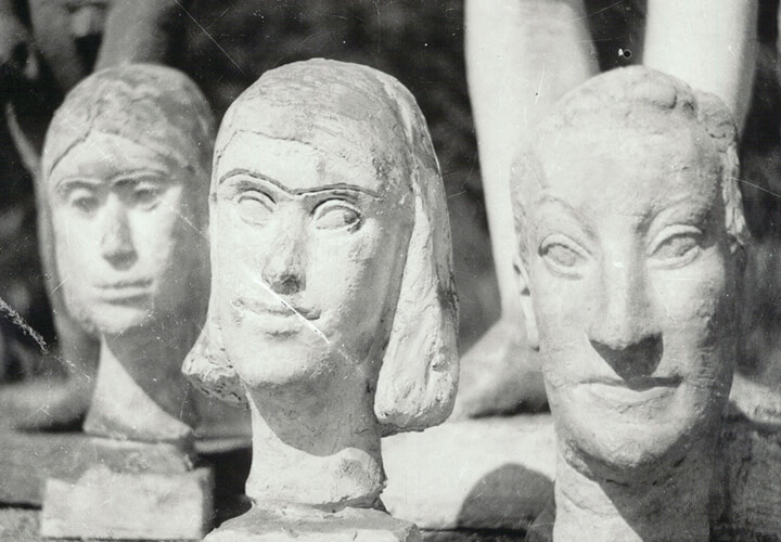 Werke von Gerhard Marcks im Hof der Burg Giebichenstein vor der Restitution, 1953, Foto: Hannes H. Wagner