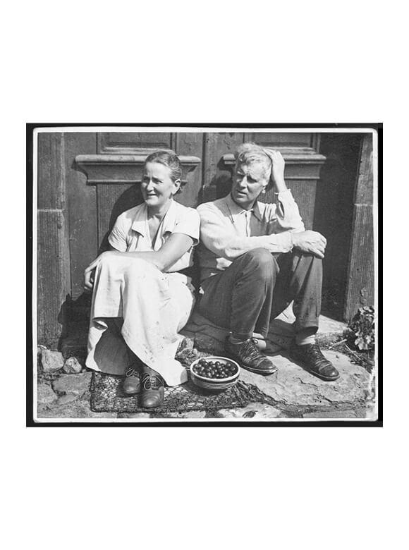 Gerhard und Marie Marcks vor ihrem Haus, 1939, VG Bild-Kunst, Bonn 2019