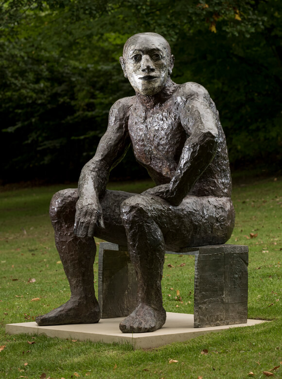 Elisabeth Frink, Seated Man II, 1986, Bronze, On loan to Yorkshire Sculpture Park in accordance with the wishes of the artist's late son, Lin Jammet, Foto: Jonty Wilde