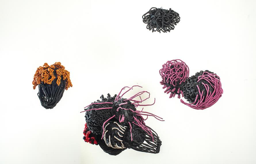 Ngozi Schommers, Akwete X Catalogue I, 2019, Fasern, Schnüre, Netze, Fieberglas