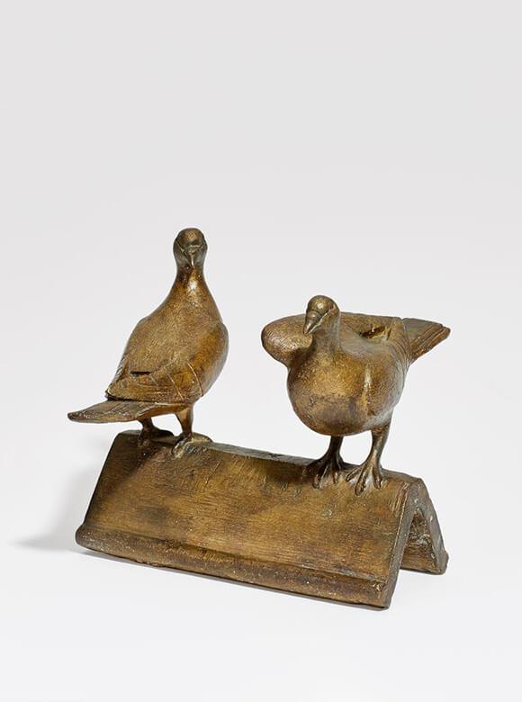 Gerhard Marcks, Zwei Tauben auf Dachziegeln, 1961, Bronze